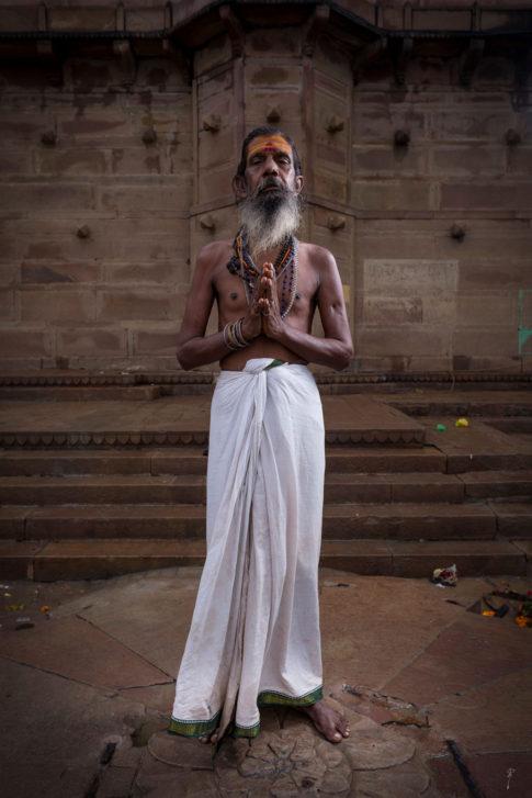 Sadhu rezando